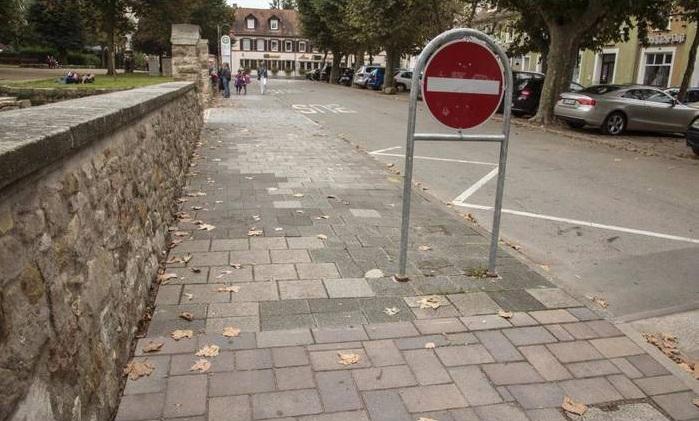 halbseitiges parken verkehrszeichen 315